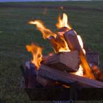 野営の夜は焚き火をしよう。